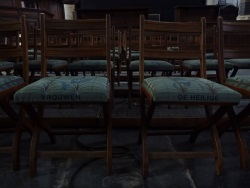 sara vrugt stoelen oude kerk